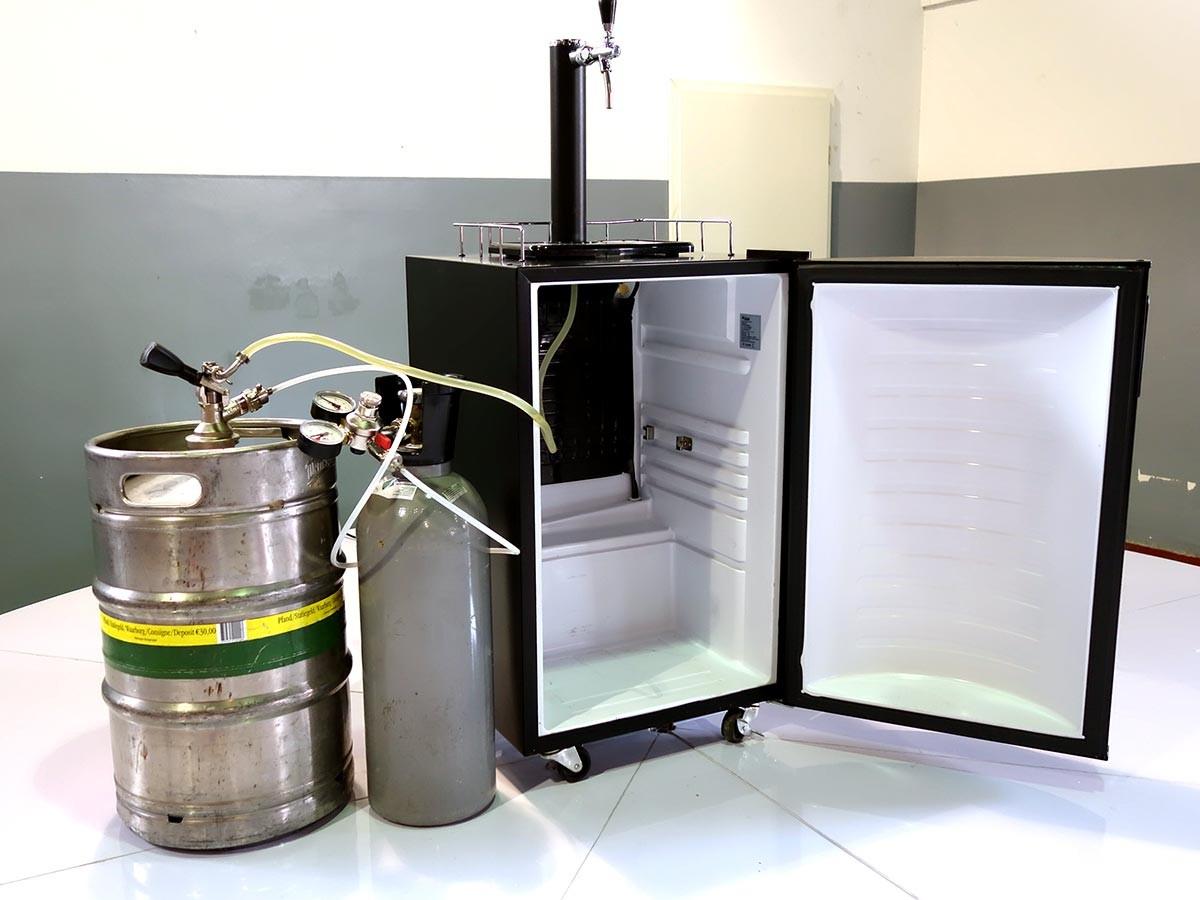 zapfanlage f r bier mieten in berlin inklusive k hlschrank. Black Bedroom Furniture Sets. Home Design Ideas